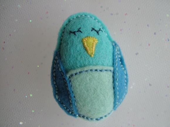 Felt Blue Bird Brooch/Pin - UK Seller
